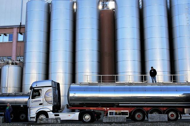 kamion s nádrží