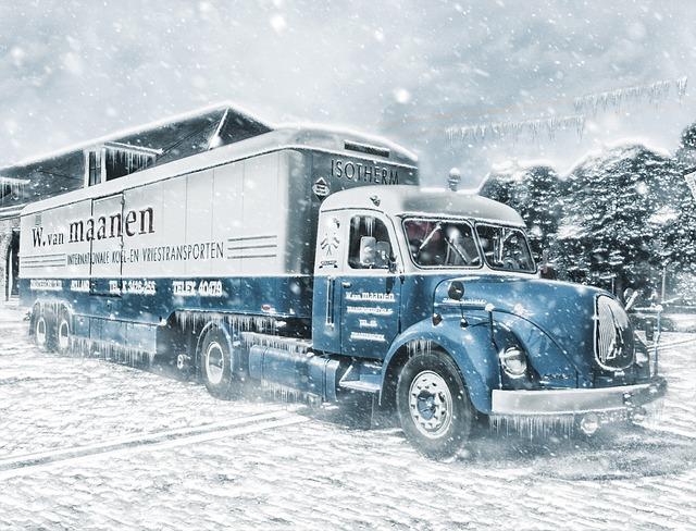 Nákladní automobil ve sněhové vánici