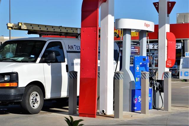 Dodávka tankující palivo