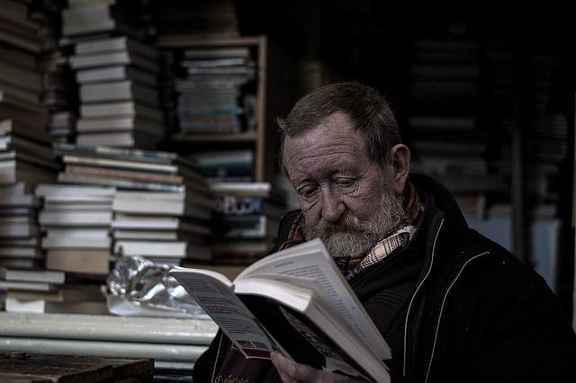 Studující muž